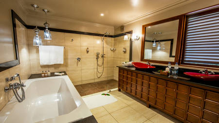 Arusha-Coffee-Lodge---Plantation-Room-Bathroom