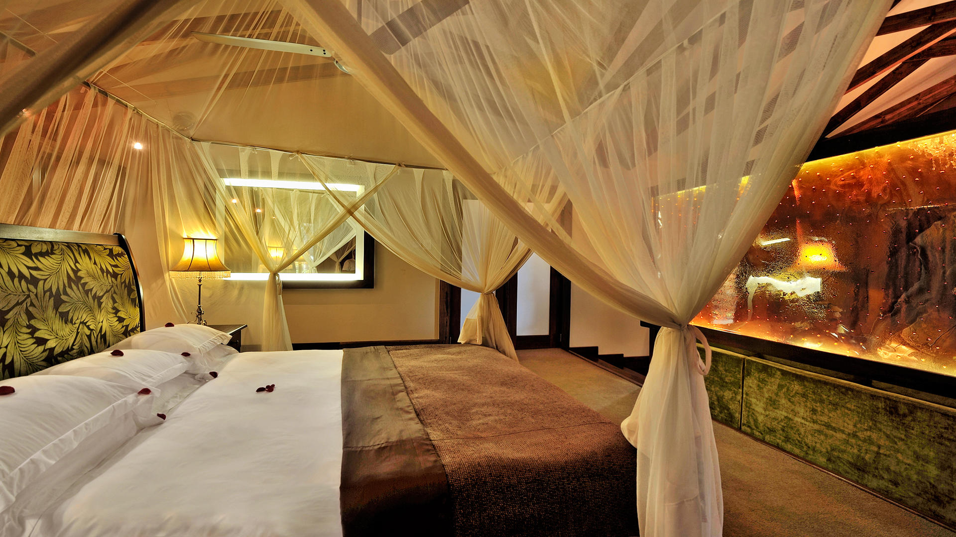 Arusha-Coffee-Lodge---Plantation-Suite-Bed