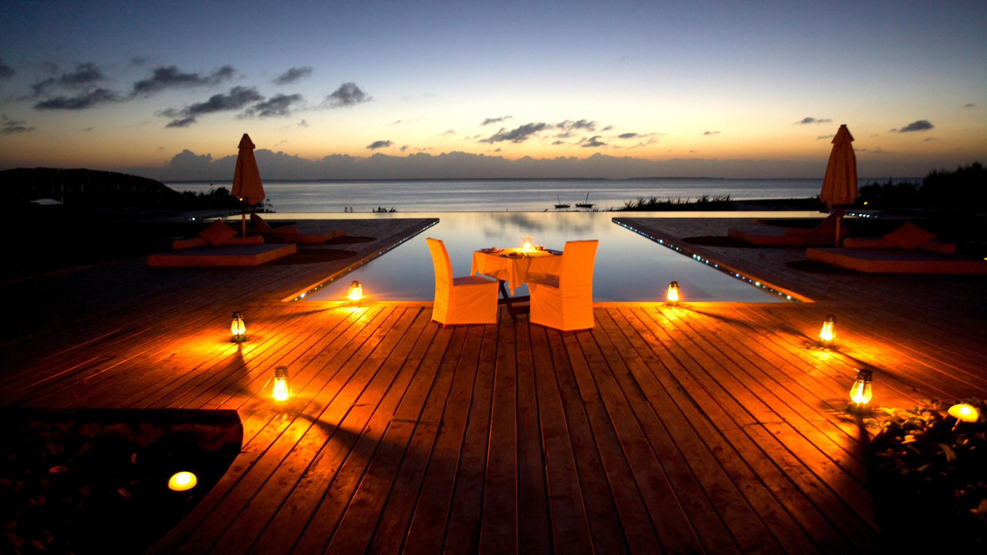 Kilindi-Zanzibar---Twilight-at-the-infinity-pool