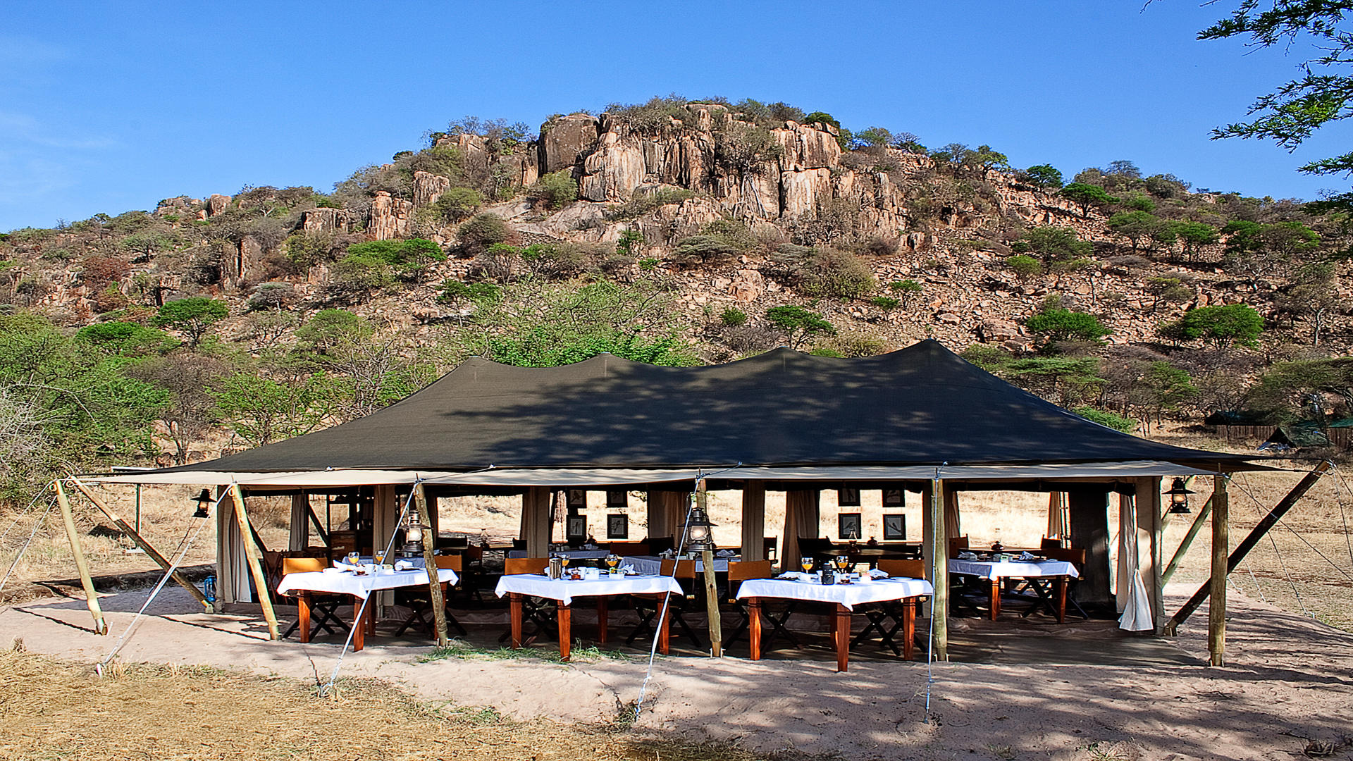 Serengeti-Pioneer-Camp---Breakfast-Tent-4