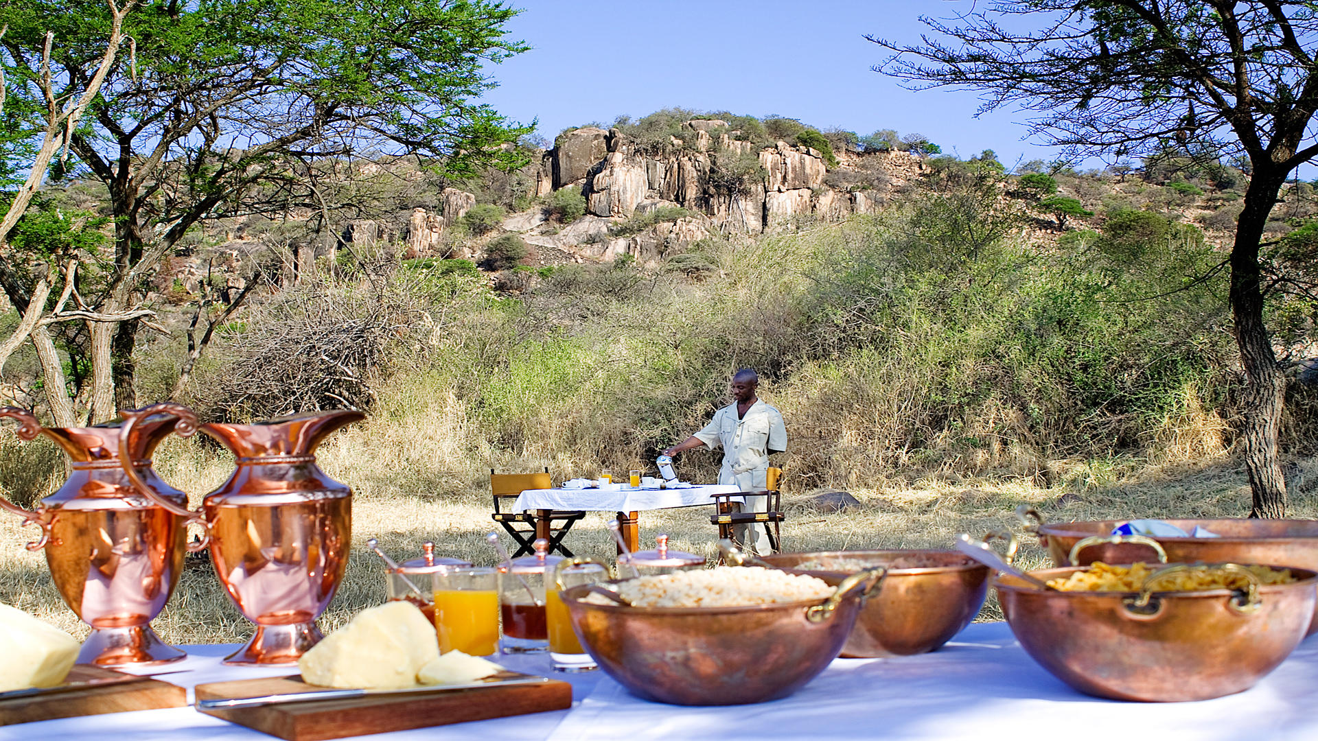 Serengeti-Pioneer-Camp---Bush-Breakfast