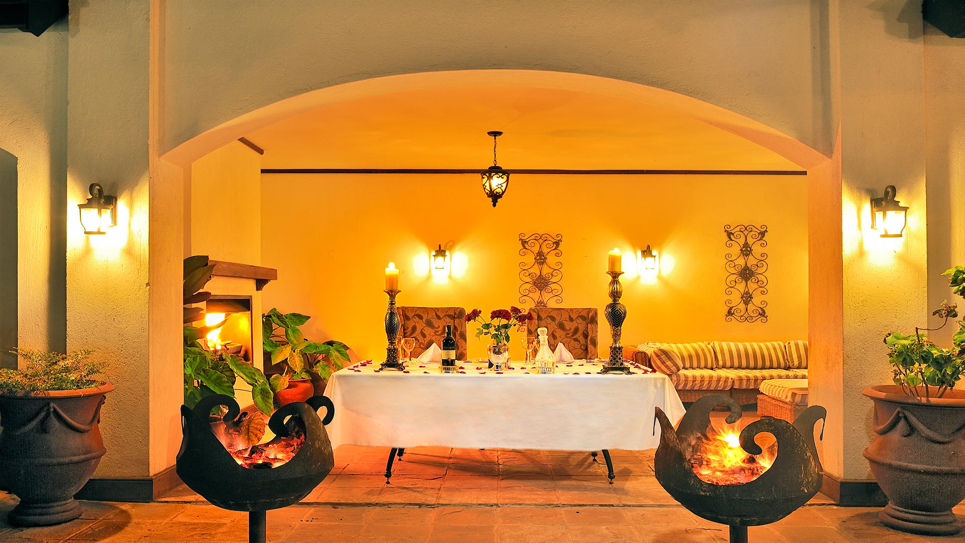 The-Manor-at-Ngorongoro---Dining-by-the-Pool