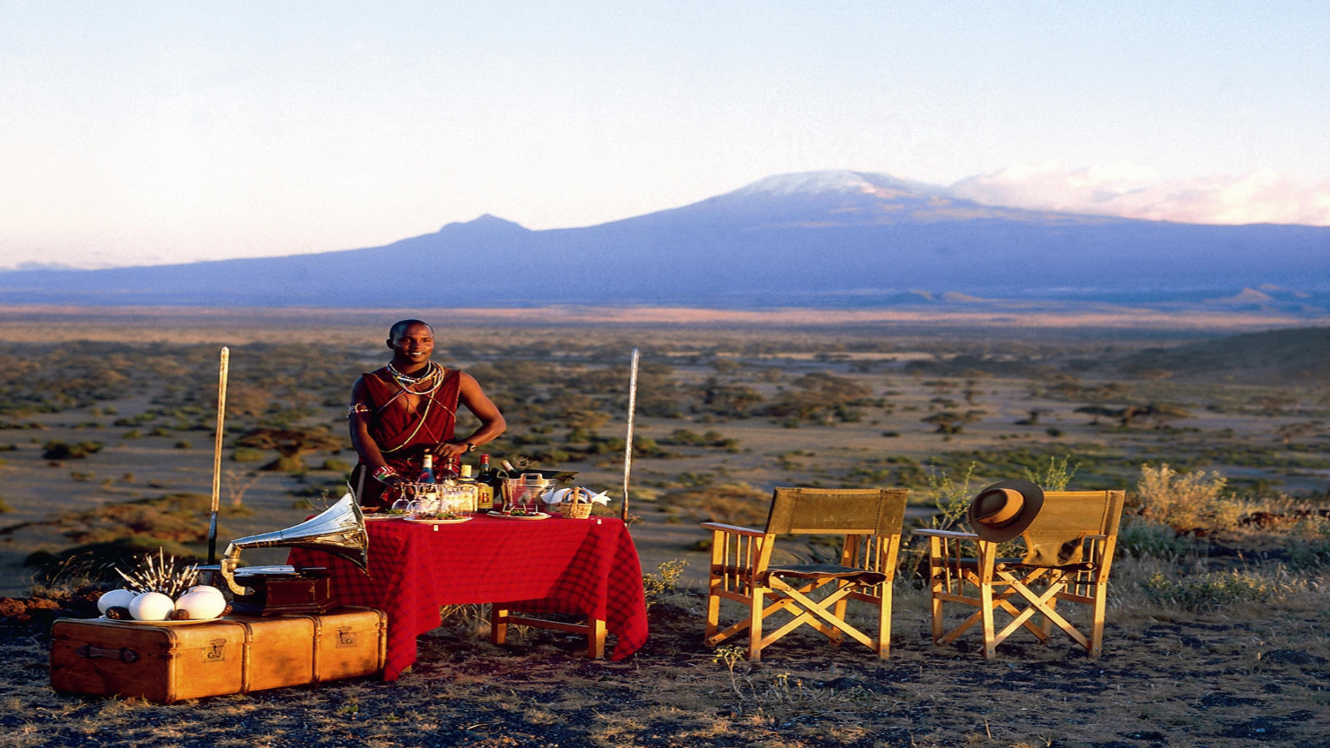 Tortilis-Camp-Amboseli---Sundowners-in-front-of-Kilimanjaro