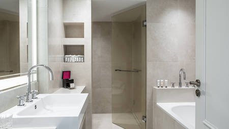 Fauchon_Hotel_Paris_Bathroom_2