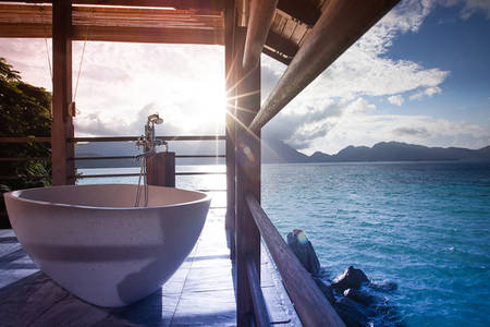 JA verzaubert Island Resort_French Badewanne in der Inhaber Signature Villa2