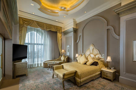 Palace Pearl Suite