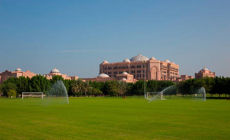 3_KI_Emirates-Palace_Football-Pitch