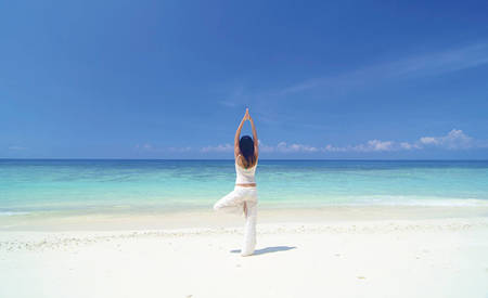 4_KI_Emirates-Palace_Yoga-at-the-Beach-1