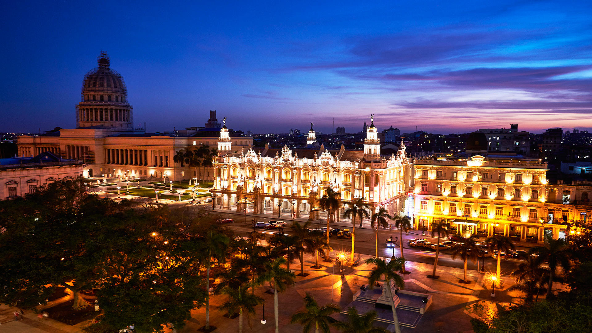 Kempinski La Habana_Capitol_Theatre_rooftop_view_night