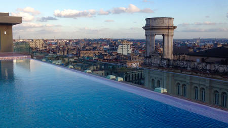 Kempinski La Habana_Rooftop Infinity pool with view