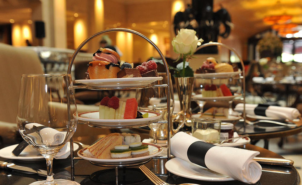 3_KI_Hotel-Adlon_Lobby-Bar_Afternoon-Tea