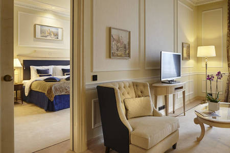 KempinskiBaltshug_Room-Red-Square-Suite