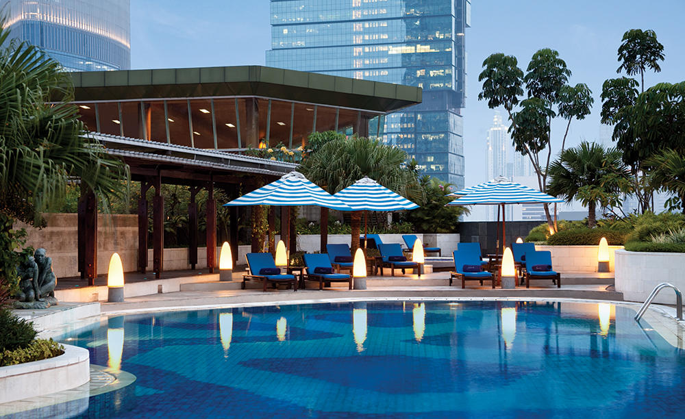 2_Hotel-Indonesia-Kempinski_Sky-Pool-Bar-&-Cafe