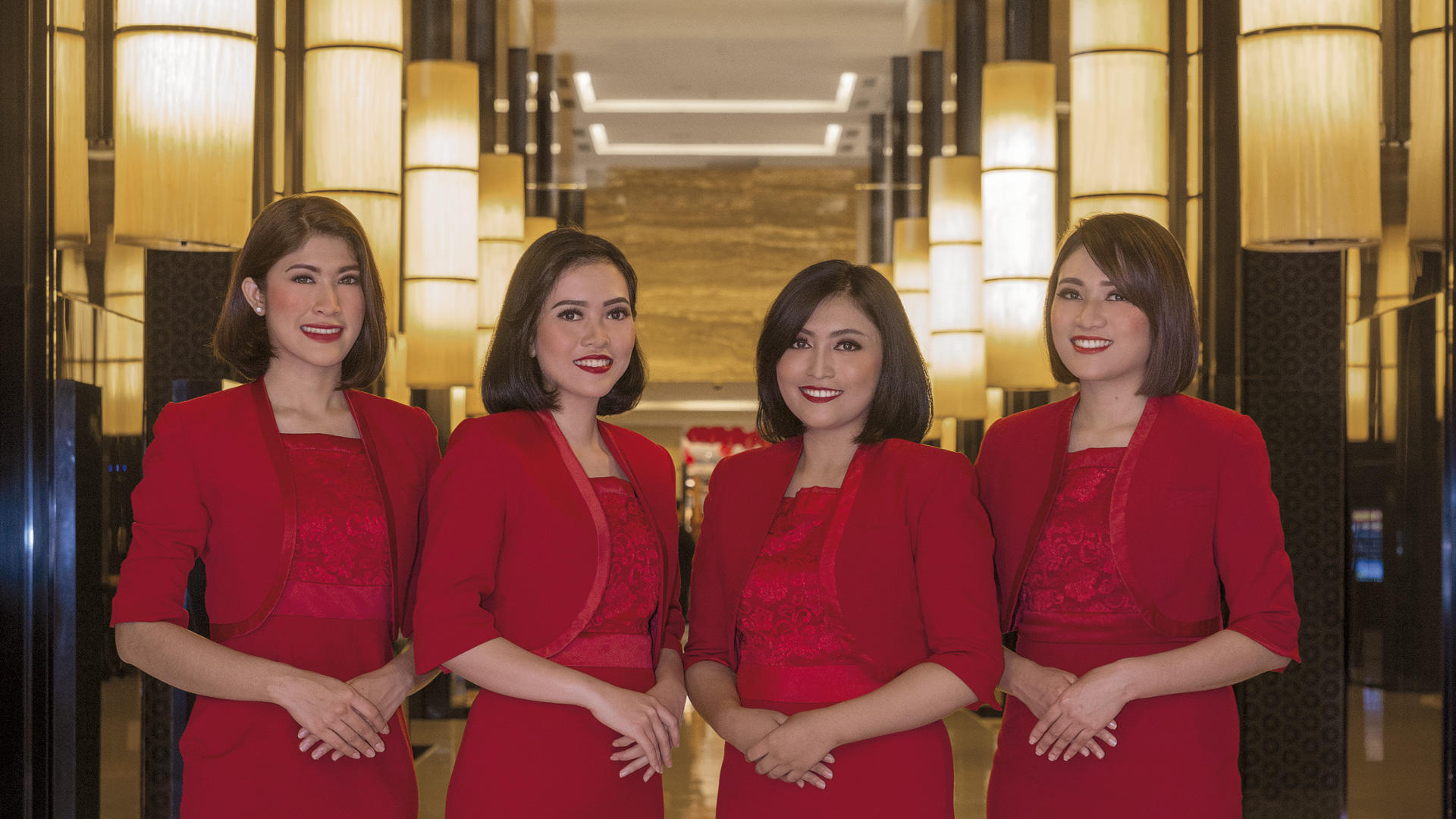 Hotel Indonesia Kempinski Jakarta_Reception Lady in red