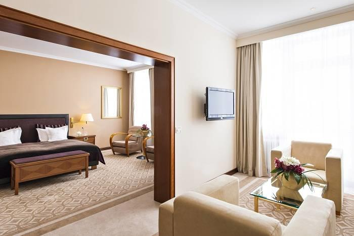 KempinskiGrandHoteldesBains_Deluxe-Junior-Suite