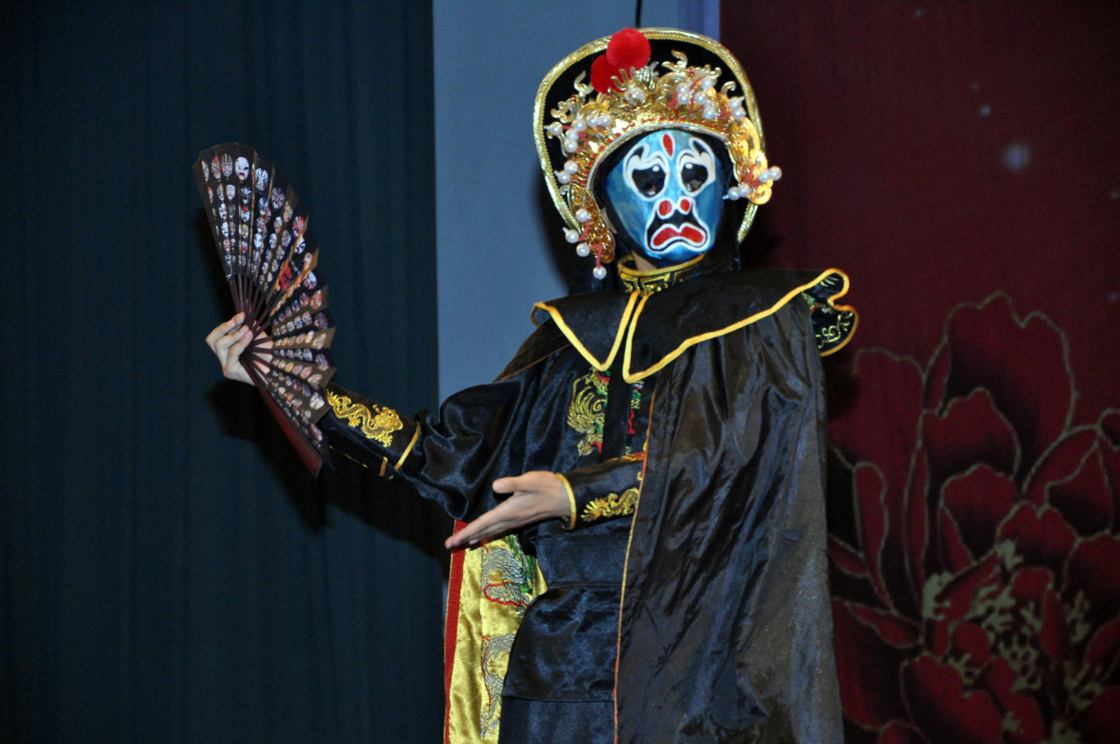 KICTU_LE_Magical Face Changes In Sichuan Opera For Two