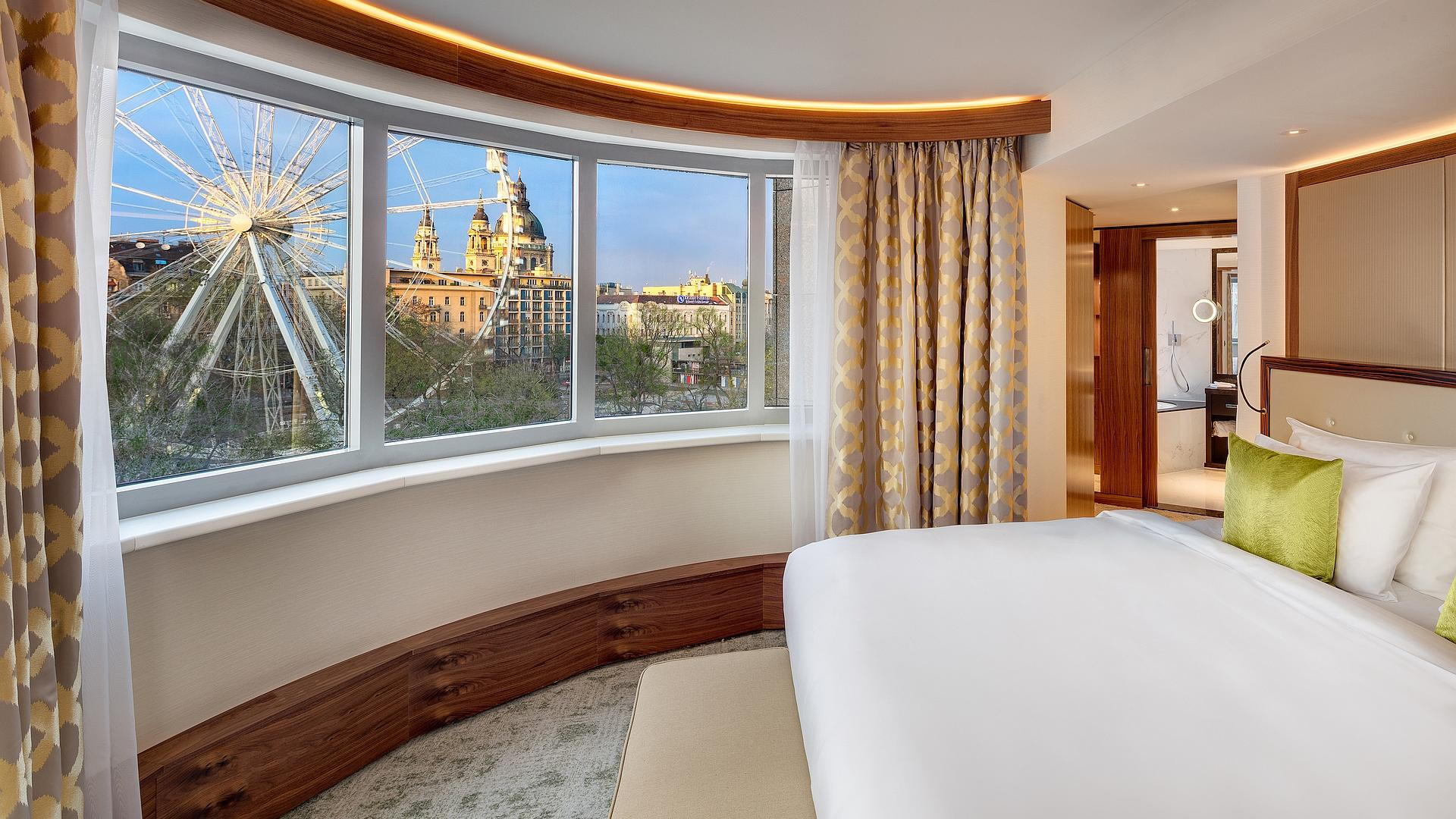Executive Suite Bedroom Daylight | Kempinski Hotel Budapest