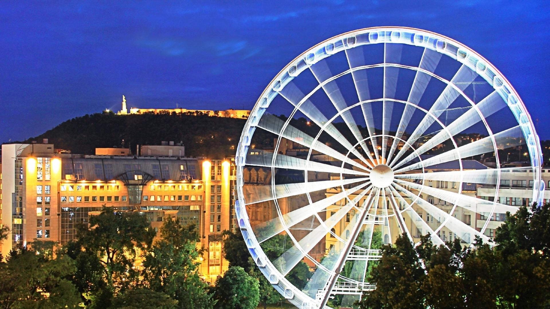 Exterior view with Ferris Wheel | Kempinski Hotel Corvinus Budapest