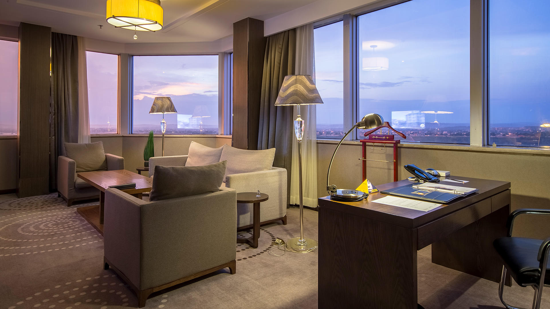Suite Executive Living Room View