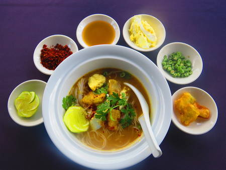 EXPERIENCE OF MYANMAR FAMOUS FOOD WITH LOCAL CHEF
