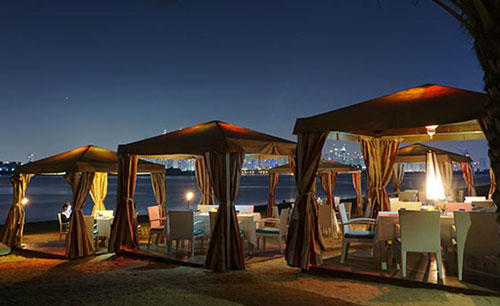 KI_Hotel_ 与 _Residences_Palm_Jumeirah_Bonfire_Beach_BBQ