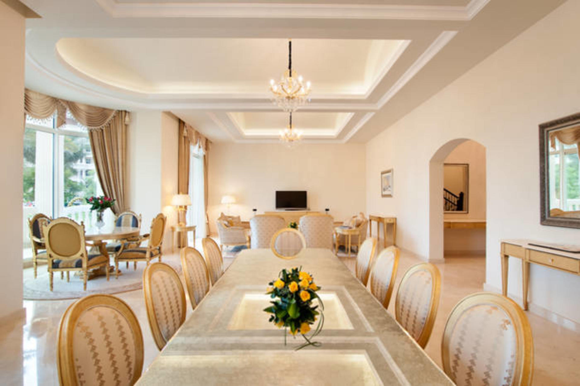 KempinskiPalmJumeirah_Royal-5-Bedroom-Villa