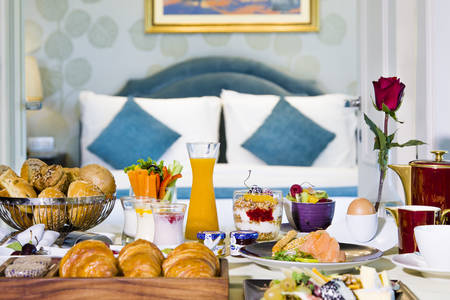 Kempinski Nile Hotel _ Breakfast in Bed