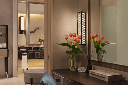 Grand Deluxe Dressing Room