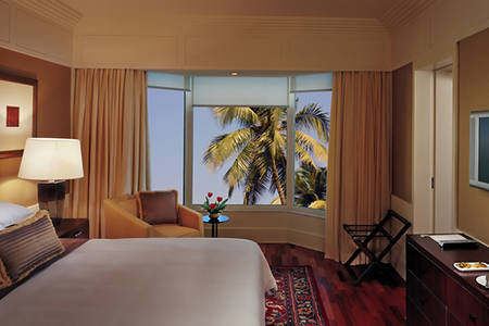 Leela_Mumbai_Royal_Club_Room