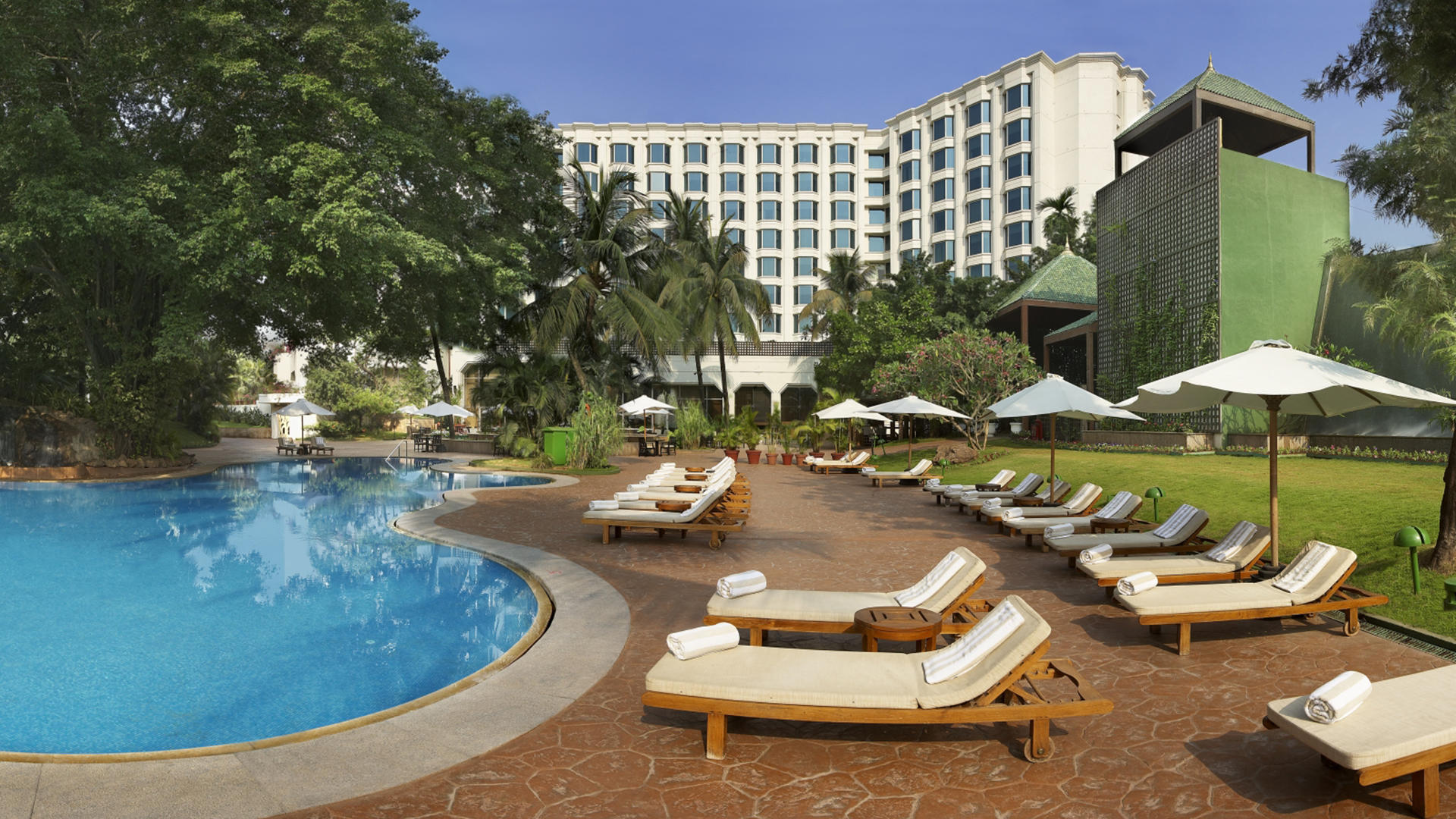 LeelaMumbai_Pool02