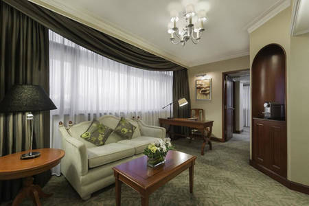 Marco_Polo_Hongkong_Continental_Superior_Suite_Queen