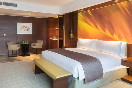 Marco_Polo_Ortigas_Deluxe_Suite_King