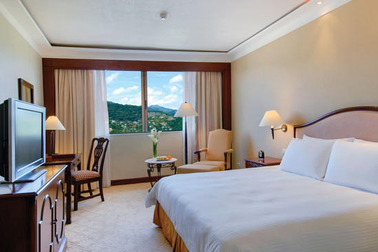 Marco_Polo_Plaza_Cebu_Grand_Deluxe_Montain_View_King