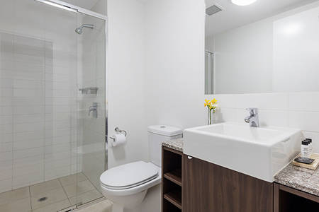 One Bedroom Executive River View - Badezimmer