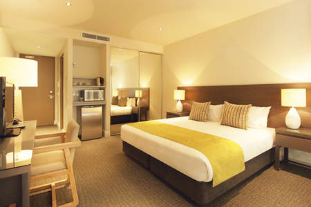 Oaks_MonKomo_Hotel_Room
