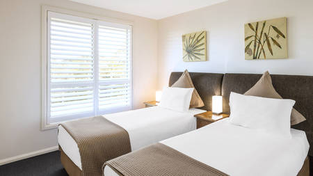 Oaks_PacificBlueResort_2Bedroom_Bedroom_Twin