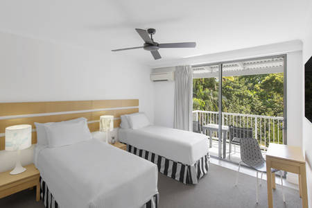 Oaks _ Resort _ Port _ Douglas _ Hotel _ Room _ Garden _ View _ Bedroom