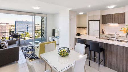 Oaks_Woolloongabba_1-Bedroom_Dining-Küche – Living