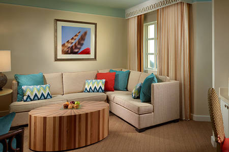 Omni_Amelia_Premier_Sandpiper_Corner_Suite_with_King_Bed