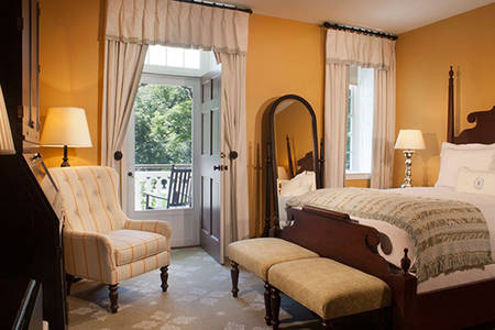 Omni_Bedford_Accessible_Resort_View_with_porch_with_roll_in_shower_1_king_bed