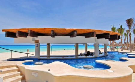 Omni_Cancun_Hotel_ 及 _Villas_Kuku's_Jacuzzi_Beach_Bar
