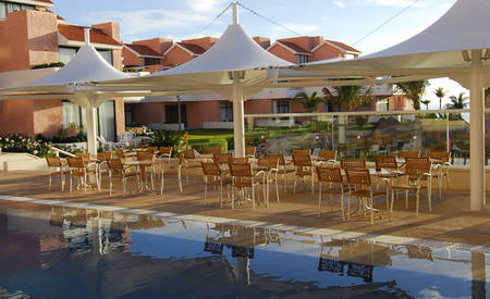 Omni_Cancun_Hotel_ & _Villas_Pool_Grill_ & _Bar