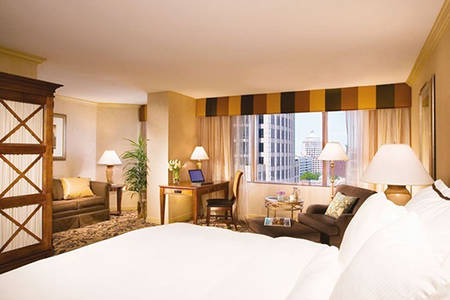 Omni _ CharlotteClub _ Privelges _ Room _ Kind _ Bed