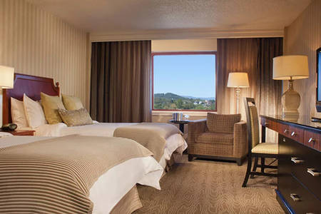 Omni_Charlottesville_Classic_Deluxe_Room_1_Queen_Bed