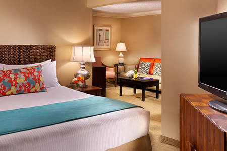 Omni_Corpus_Christi_Executive_Suite_King_Bed