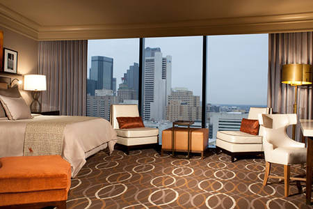 Omni_Dallas_Accessible_Executive_Suite_Shower_King_Bed