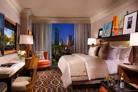 Omni_Dallas_Accessible_Luxury_Corner_Suite_Shower_King_Bed