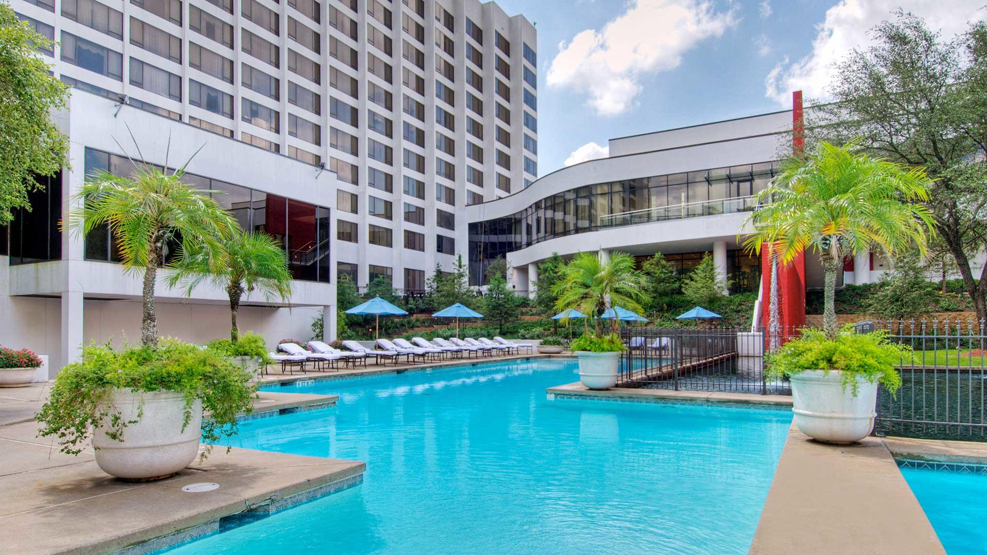 Omni houston hotel gha for Pool show discovery