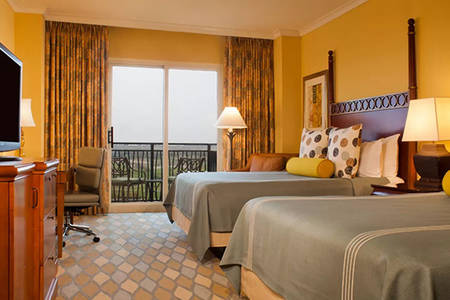 Omni_ 奥兰多 _Resort_Classic_Deluxe_Room_Balcony_with_Queen_Beds