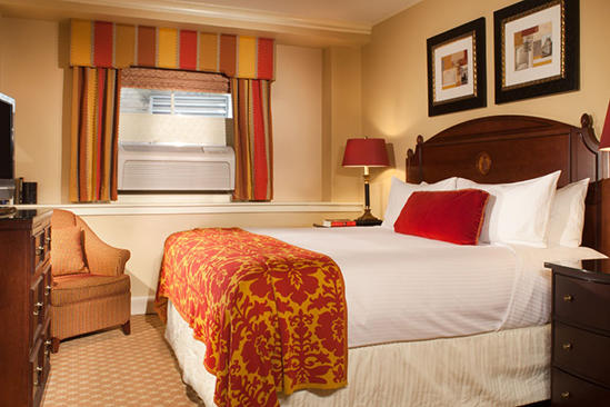 Omni_Parker_Comfortable_Traditional_Room